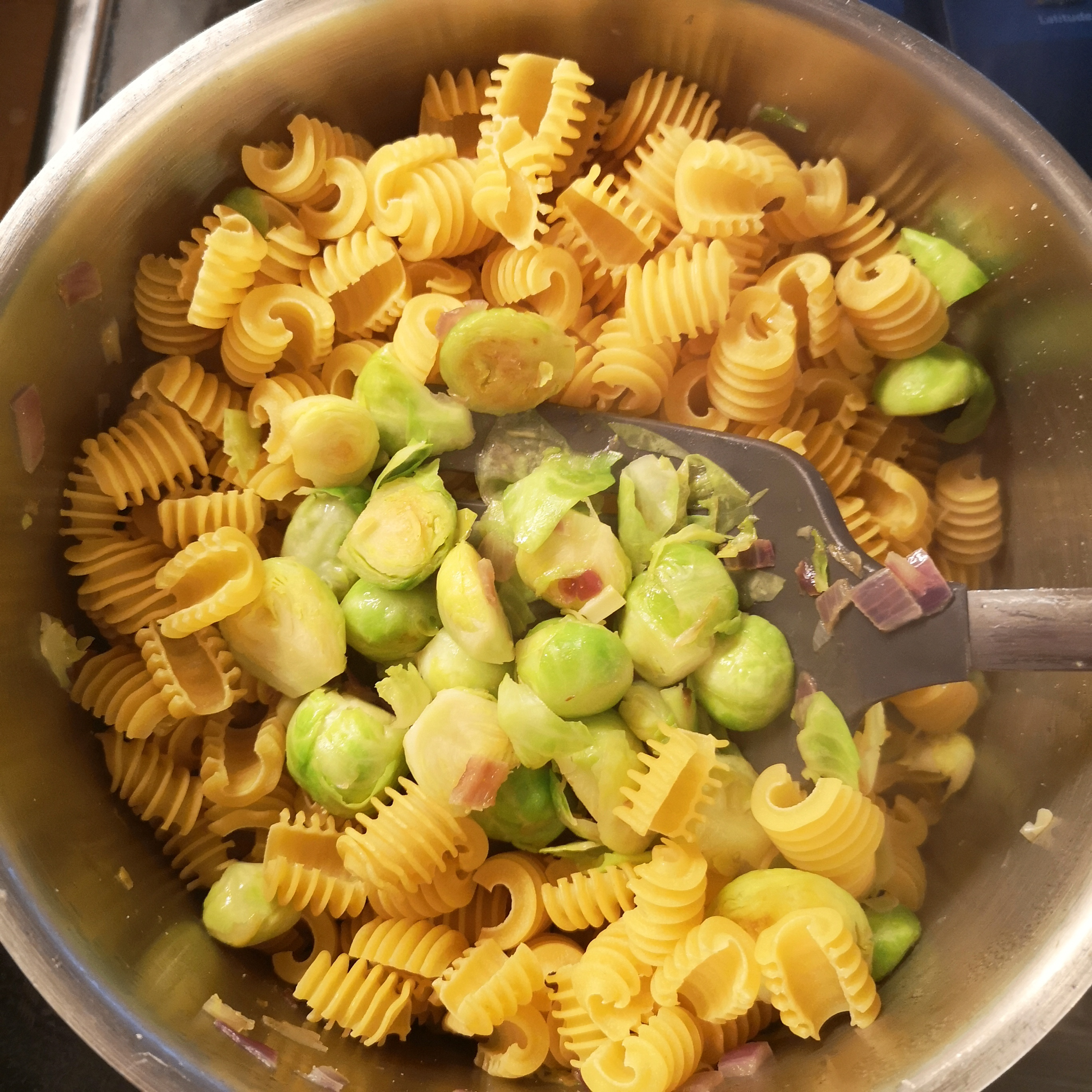 One-Pot-Pasta mit Rosenkohl