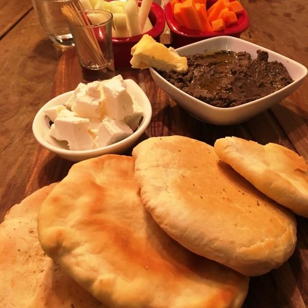 Hummus-mit-Pitabrot